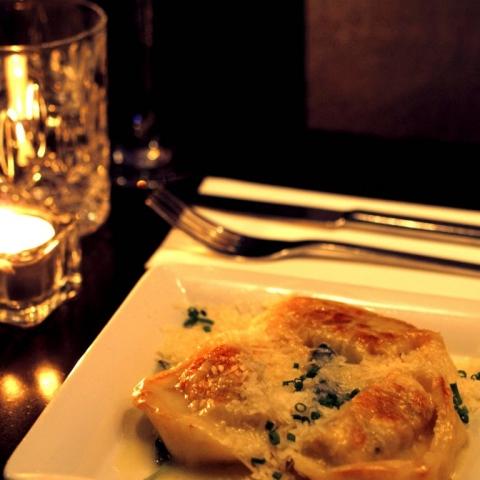 DESEO Tapas Bar - Tortelloni gefüllt mit Steinpilzen auf Salbeibutter mit Parmesan