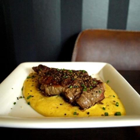 DESEO Tapas Bar - Gegrilltes argentinisches Entrecôte auf Currysauce